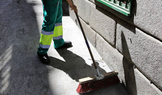 empleados empresas de servicios integrales de limpieza y jardinería en Madrid